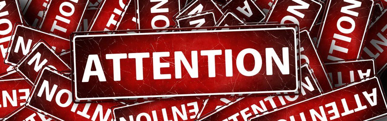 Attention-Schild
